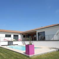 Les Tropiques in Bassan; luxe villa met zwembad en jacuzzi